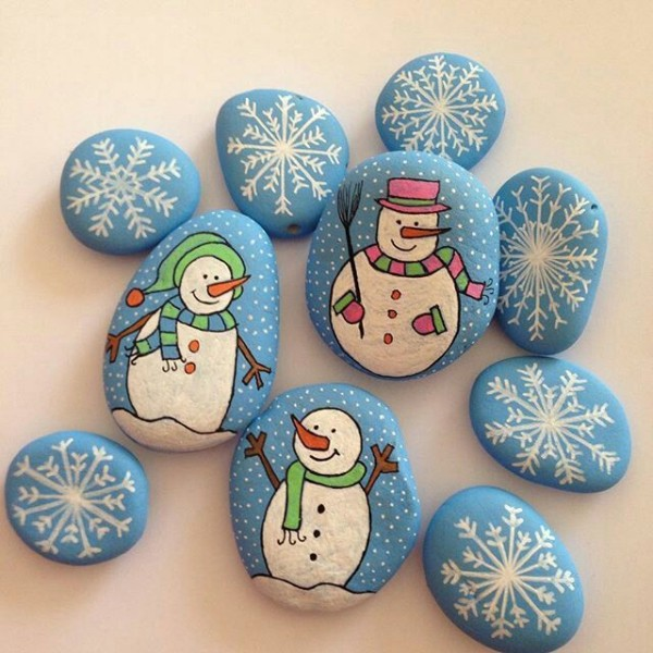 Christmas painting on stones and pebbles (1)