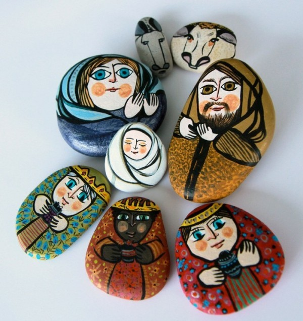 Christmas painting on stones and pebbles (19)