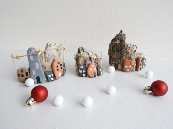 Christmas painting on stones and pebbles (20)