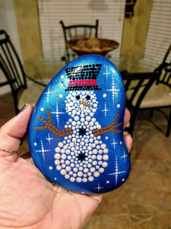 Christmas painting on stones and pebbles (27)
