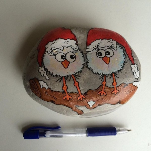 Christmas painting on stones and pebbles (37)