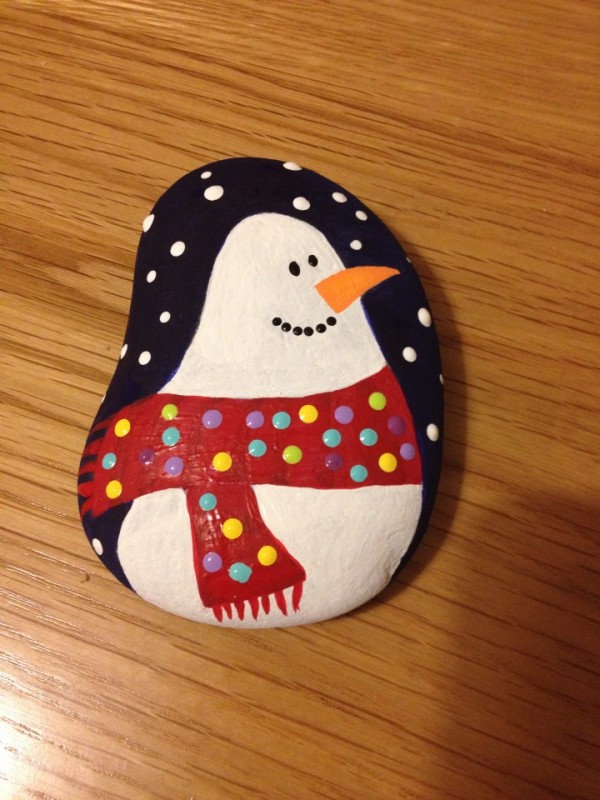 Christmas painting on stones and pebbles (40)