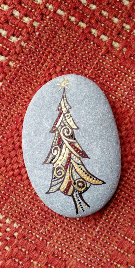 Christmas painting on stones and pebbles (46)