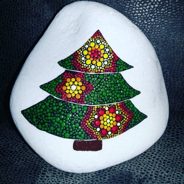 Christmas painting on stones and pebbles (48)