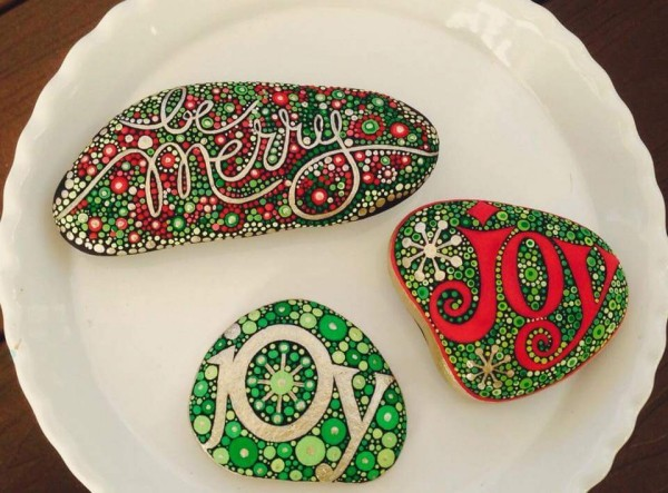 Christmas painting on stones and pebbles (5)