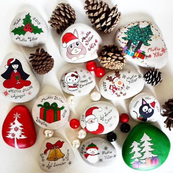 Christmas painting on stones and pebbles (62)