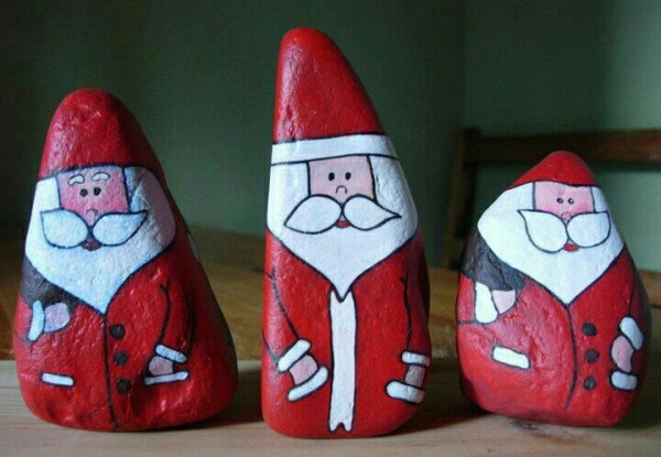 Christmas painting on stones and pebbles (64)