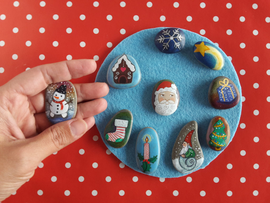 Christmas painting on stones and pebbles (7)