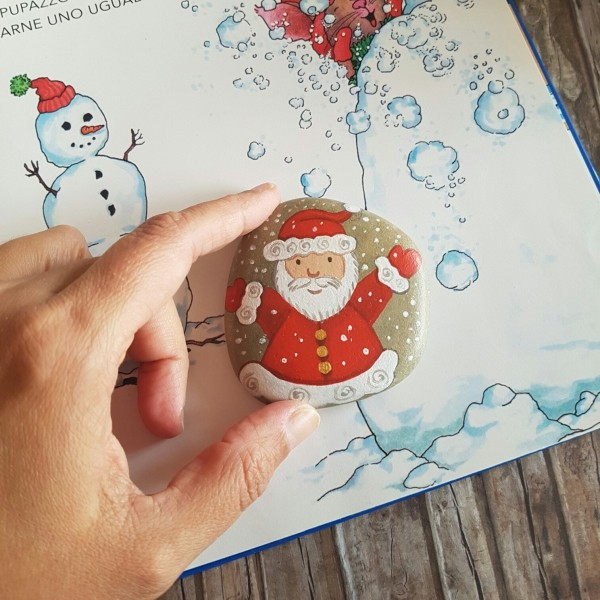 Christmas painting on stones and pebbles (73)