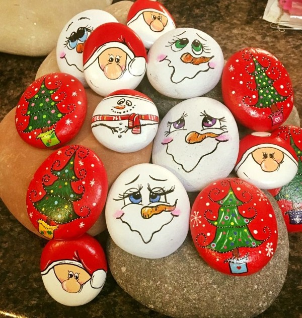 Christmas painting on stones and pebbles (75)