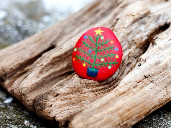 Christmas painting on stones and pebbles (77)