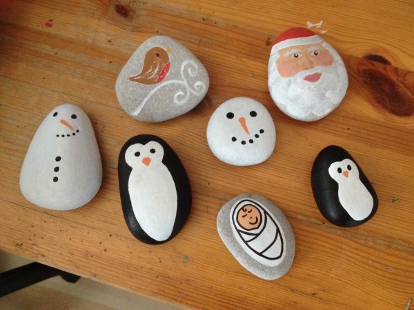 Christmas painting on stones and pebbles (78)