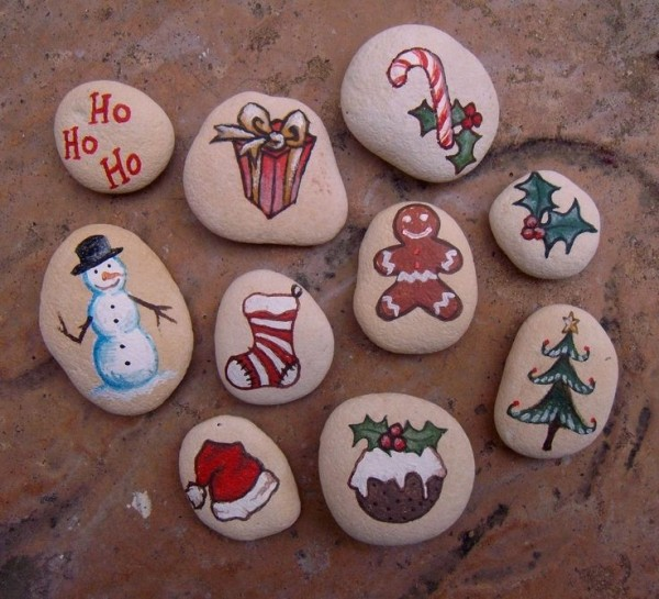 Christmas painting on stones and pebbles (84)