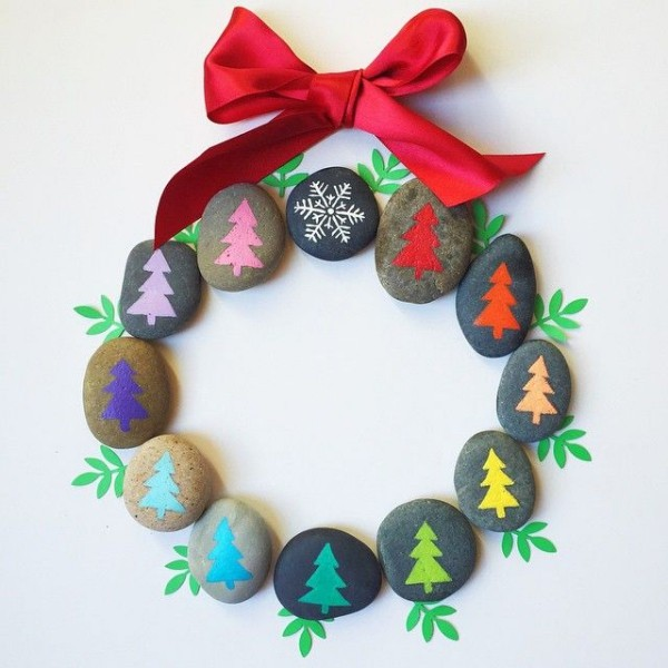 Christmas painting on stones and pebbles (94)