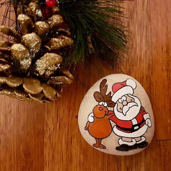 Christmas painting on stones and pebbles (95)