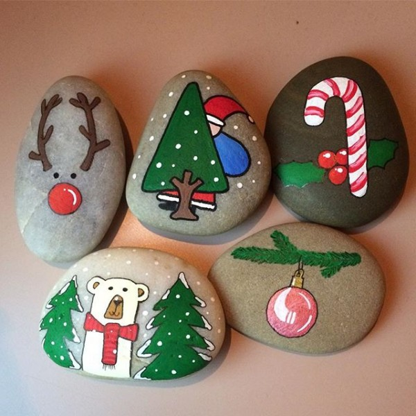 Christmas painting on stones and pebbles (99)