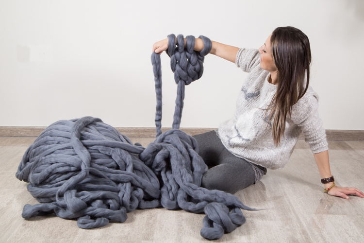 knitted decoration with thick yarns (12)