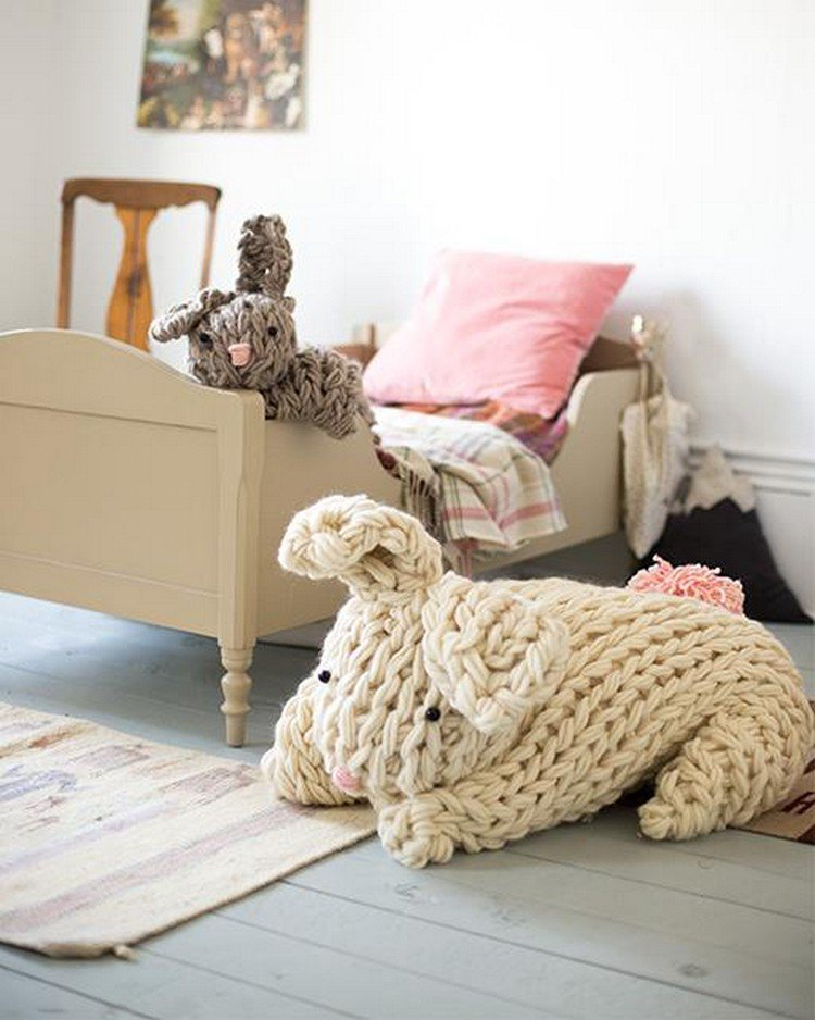 knitted decoration with thick yarns (30)
