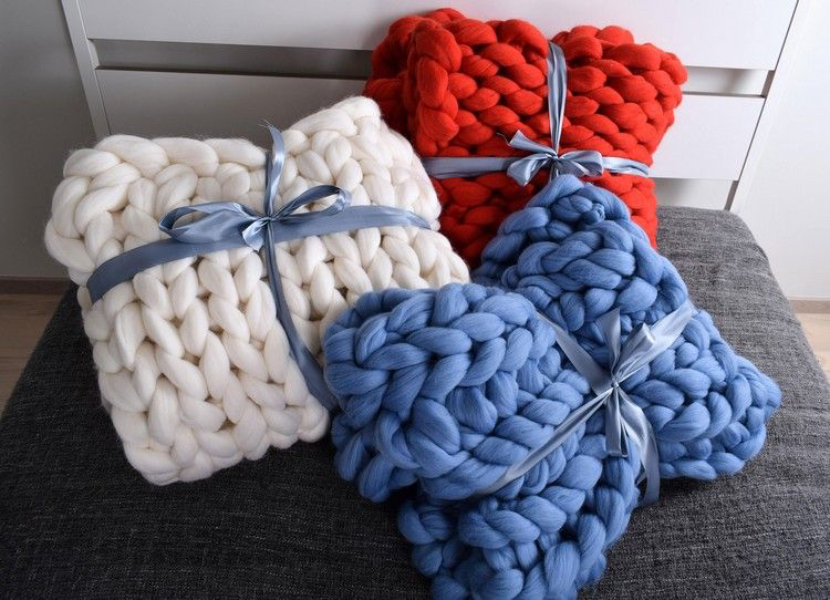 knitted decoration with thick yarns (34)