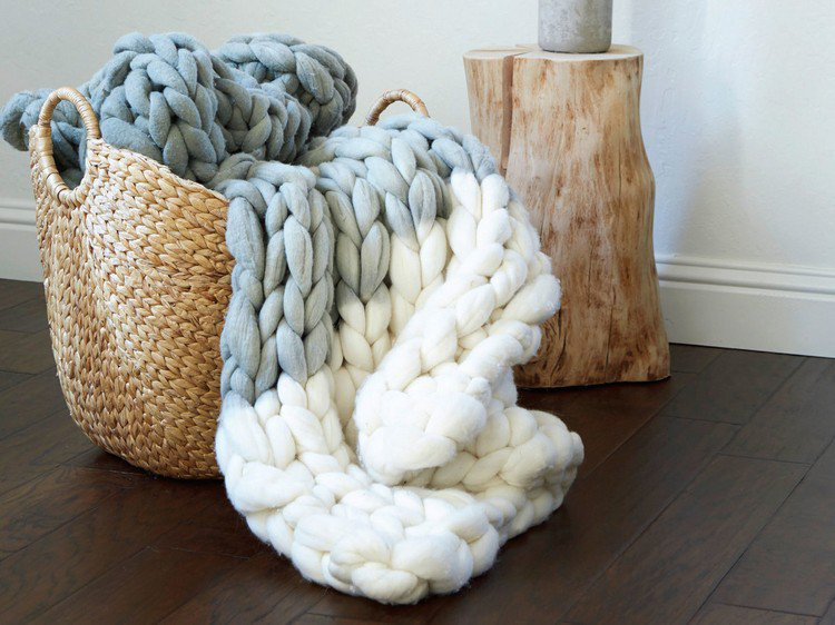 knitted decoration with thick yarns (5)