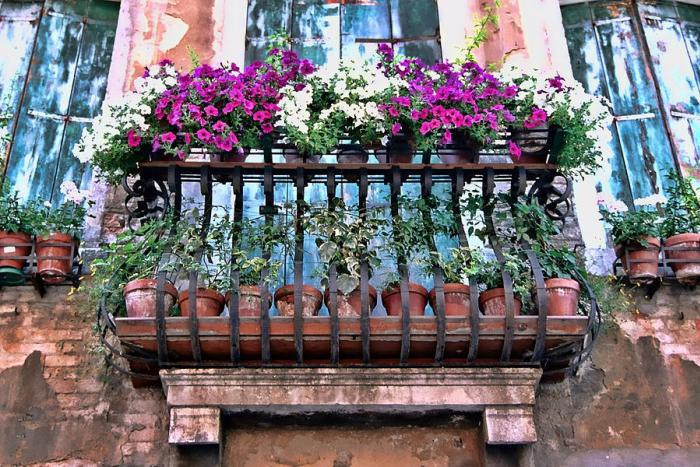 mydesiredhome - blooming balconies ideas1