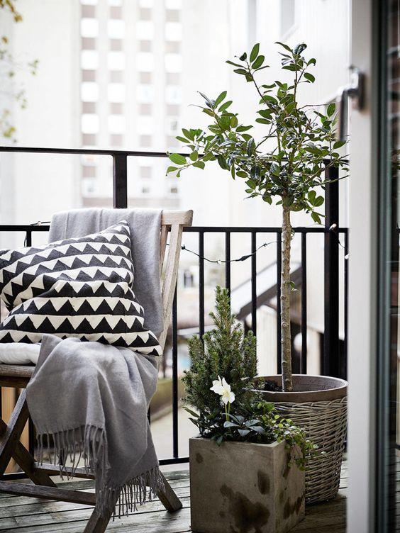 Small balcony1