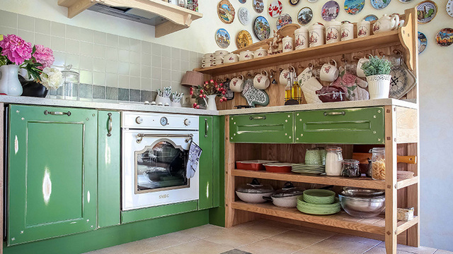 small kitchen in the style of Provence2