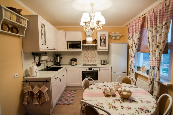 small kitchen in the style of Provence28