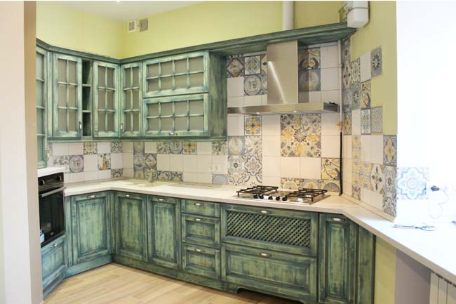 small kitchen in the style of Provence38