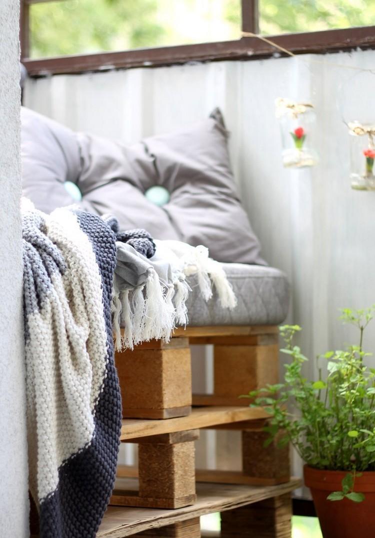 Balcony pallet Sofa ideas18