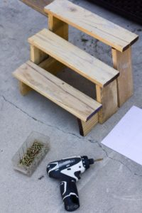 DIY pot stands from pallets7