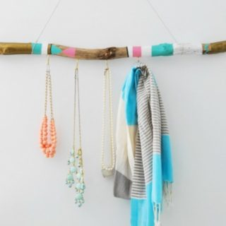38 Magical hangers from driftwood